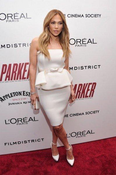 Jennifer Lopez tiszta fehérben