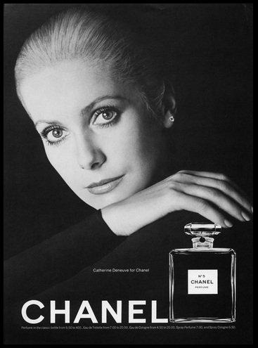 1970 - Catherine Deneuve, mint a parfüm arca