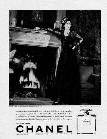 1937 - Hirdetés az amerikai Harper's Bazaarban, Coco Chanel szereplésével
